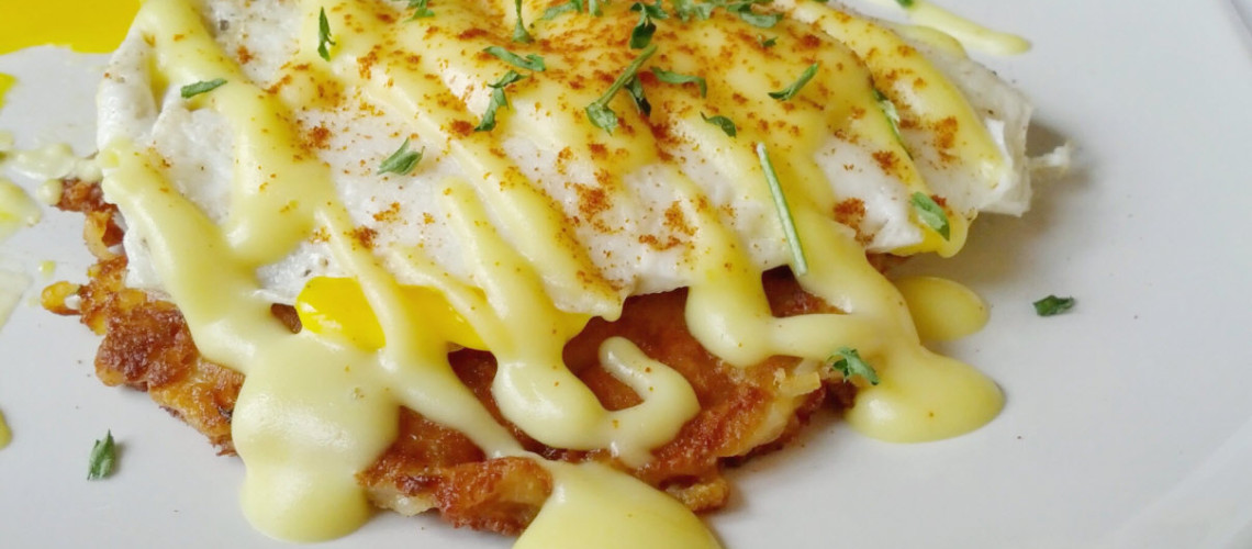 A low-calorie, low-fat hollandaise sauce that actually tastes good? Um... Yes please!