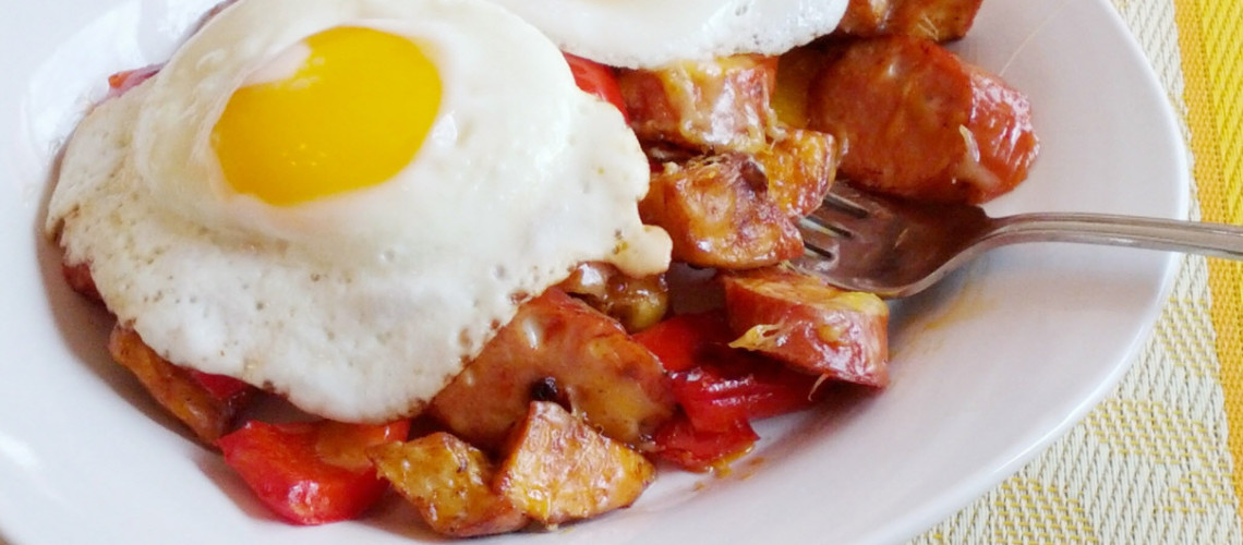 Chipotle chicken sausage spazzatura (eggs and hash)