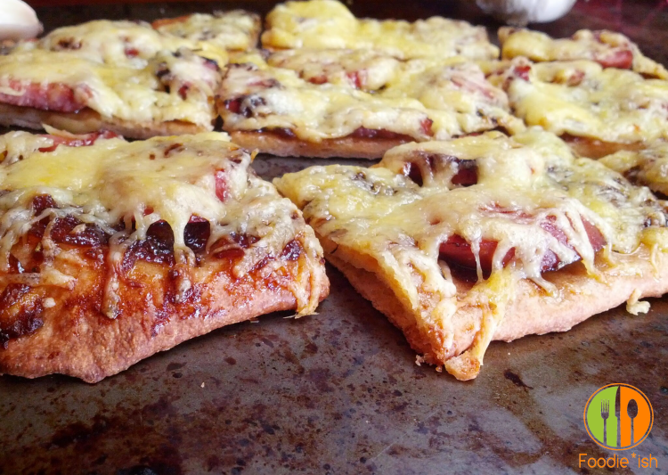 Delicious appetizer pizza with Smoked Sausage, Gouda and a Apricot-Onion Jam
