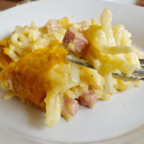 creamy, cheesy brunch deliciousness! Ham and cheese hash brown casserole