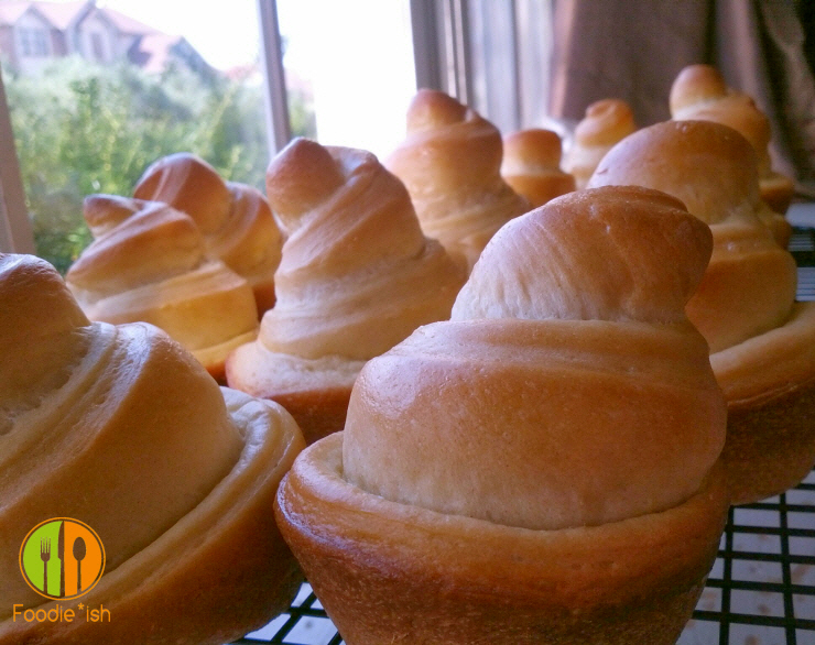 So Stinkin' Cute!  Swirly cone dinner rolls!